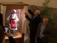 Charles Picqué unveils the statue.2